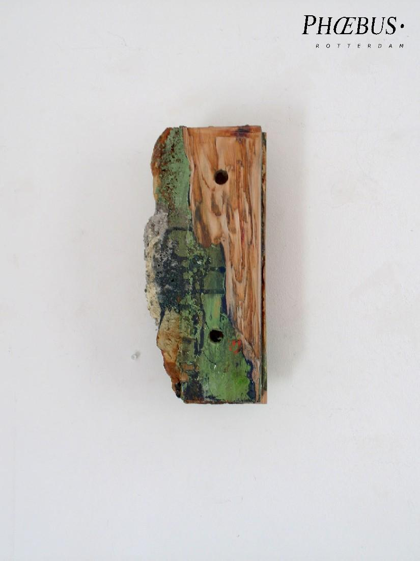 Marc Raven, wandobject, 2016, olie, alkyd, pigment, gips / hout, 31 x 14 x 9 cm. PHŒBUS•Rotterdam